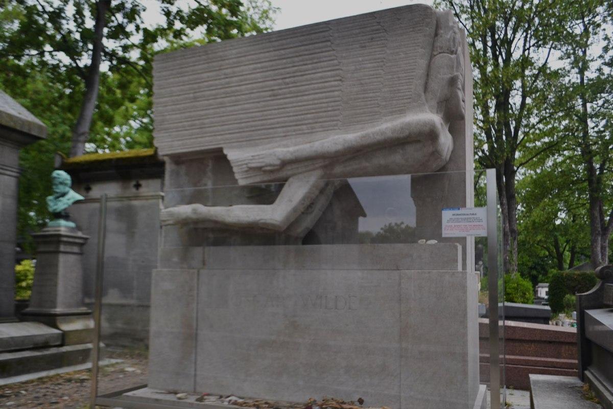 Tumba de Oscar Wilde en París